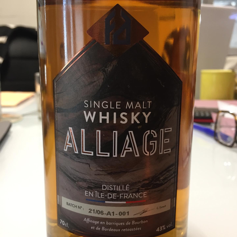 Première bouteille de Whisky de la distillerie